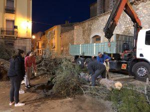Los 'Quintos i Quintes 2019' inician la ´plantà' de la hoguera de Sant Antoni en Sta. Magdalena