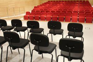 Sta. Magdalena incorpora más mobiliario al Auditorio Municipal