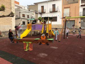 Sta. Magdalena abre al público el renovado parque infantil de la plaza de la iglesia