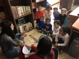 Alumnos y alumnas de infantil del CEIP Albert Selma visitan la Agencia de Lectura de Sta. Magdalena